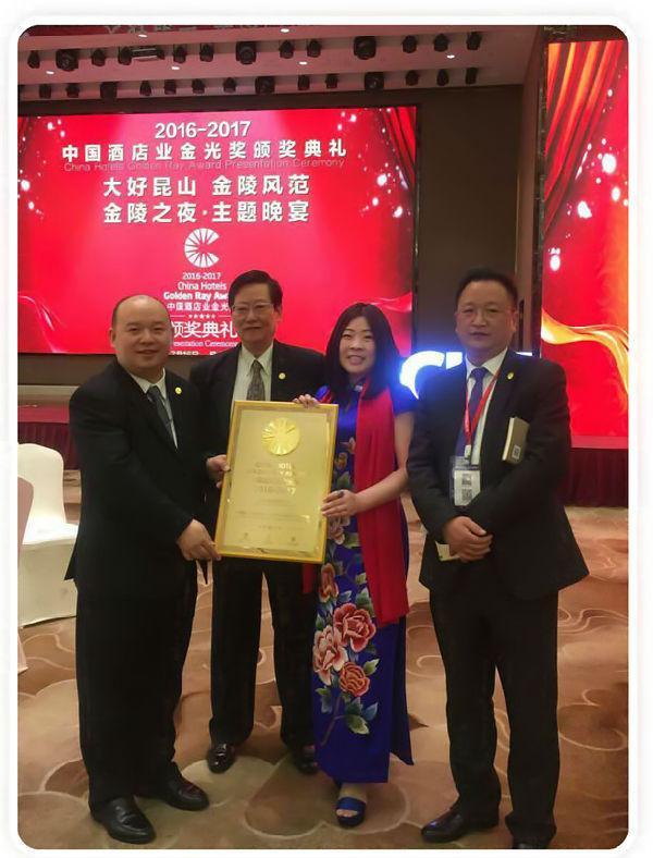 JJhome荣获中国酒店业金光奖15.jpg
