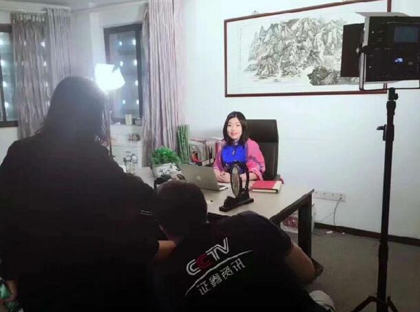 华美顾问上海总部万总和赵焕焱老师3.jpg