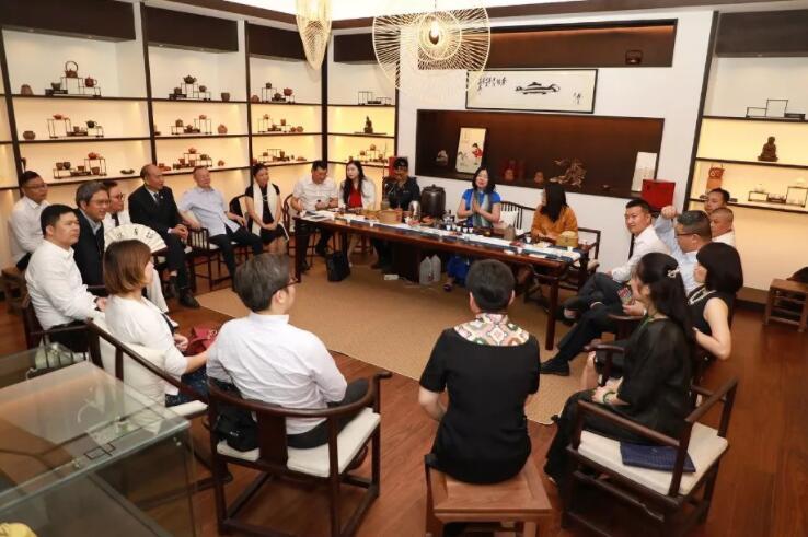 第八届商协会抱团发展联盟致胜 上海商会之家主席团 会议.jpg