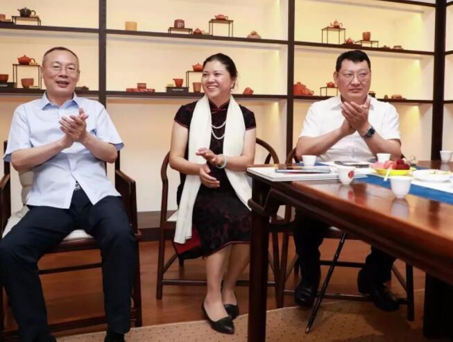 第八届商协会抱团发展联盟致胜 上海商会之家主席团 会议论坛.jpg