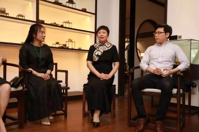 第八届商协会抱团发展联盟致胜 上海商会之家主席团 会议谈话.jpg