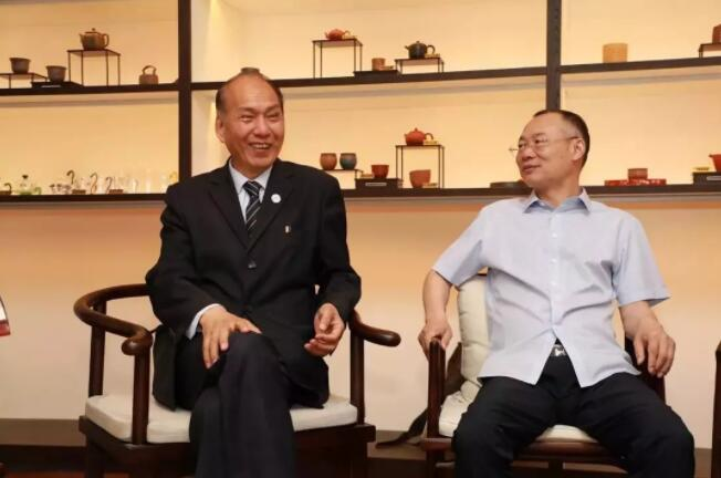 第八届商协会抱团发展联盟致胜 上海商会之家主席团 谈话.jpg