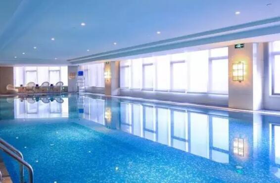 希尔顿逸林酒店 游泳池.jpg